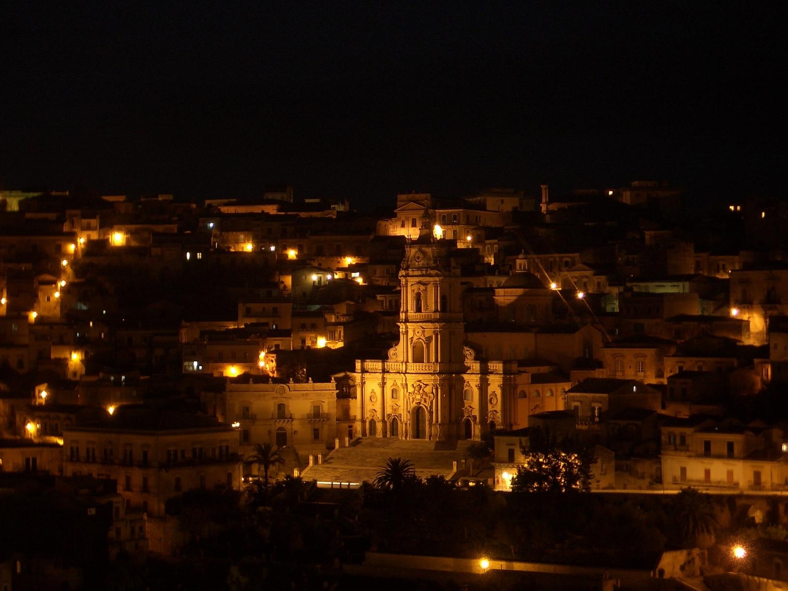 Modica-by-night-San-Giorgio-Copia