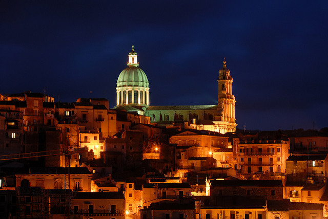 Ragusa Ibla by night - Photoshot by Massimiliano Casiraro Walk Around Sicily Taxi & Limousine service